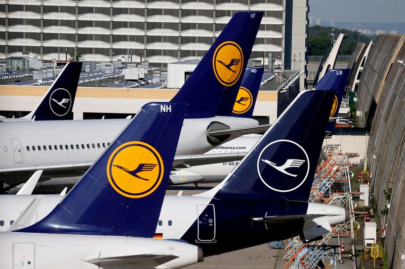 Lufthansa budges in flight tussle with Condor